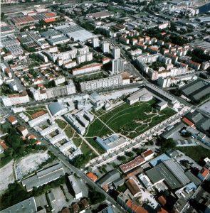 L'ENS de Lyon, vue aérienne. Gilles Clément, via wikicommons