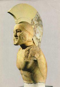 Buste d'un hoplite casqué, dit « Léonidas », début du Vème siècle av. J.-C., Musée archéologique de Sparte.